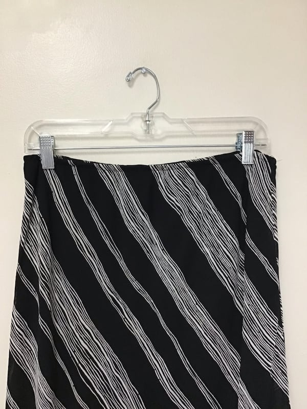 Women's DONNA RICCO 100% rayon fully lined black & white skirt…Size-12 e44b457c-f26a-4bb2-a27b-2923c71a0d47