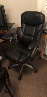 Black leather office rolling chair Springfield, 22150