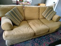 Couch with pull out bed 30 mi