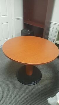 round brown wooden pedestal table Frederick, 21701