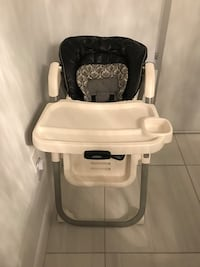 white and gray foodchair