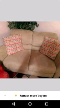 Love seat, lime green in great condition  New Orleans