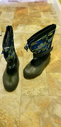 Kids Columbia snow boots(new) size Y6 Millbury, 01527