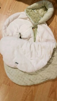 white and brown sleeping bag Saint-Eustache, J7P 3P8