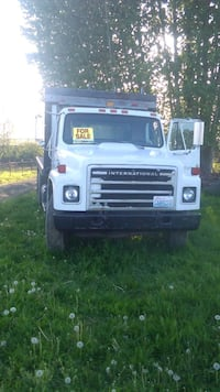 1999Flatbed truck very low mileage. Excellent condition must see and d