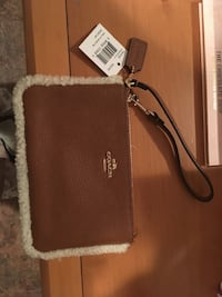 Coach wristlet new with tag !