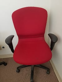 red and black rolling armchair San Marcos