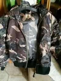 black and gray camouflage zip-up jacket Montréal, H4N 2Z4
