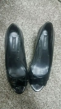 pair of black leather heeled shoes Prescott Valley, 86314