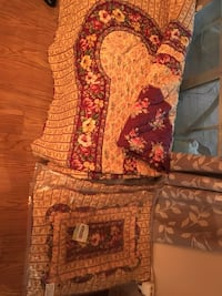 Red and white floral Queen Quilt and Shams 922 mi