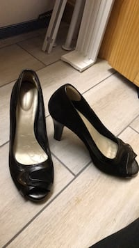 Shoes - Pair of black leather peep-toe Peabody, 01960