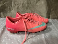 Nike soccer cleats size 6 Vaughan, L4H 0C8
