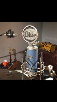 Blue bird condenser mic in box  Hyattsville, 20785