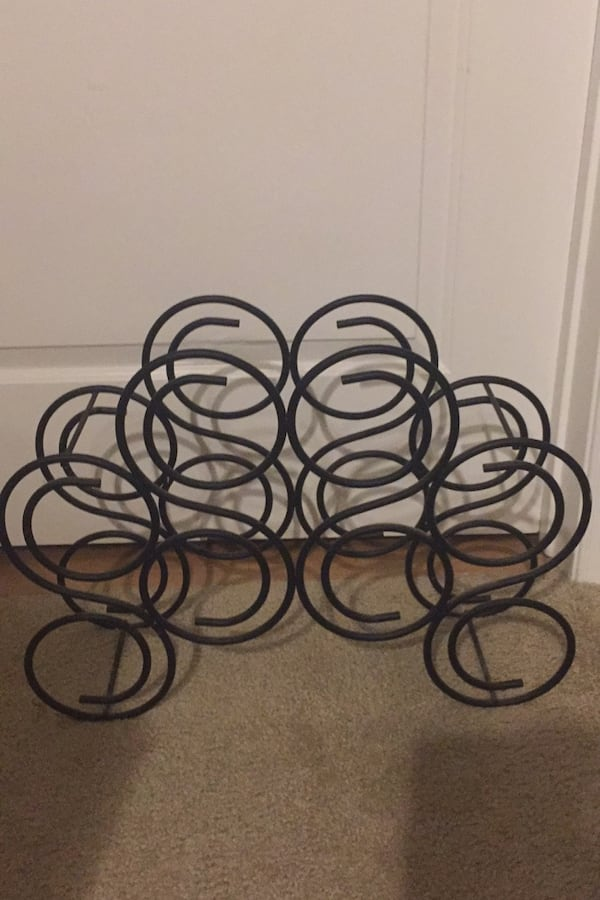 Metal Wine Rack  Holds 8 bottles. 3b12eb8e-b772-468e-b03b-e657d06a807f
