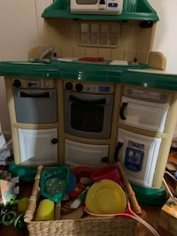 Play kitchen/food