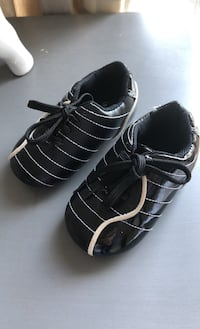 Roots black baby shoes size 5 Vancouver, V6T 2H4