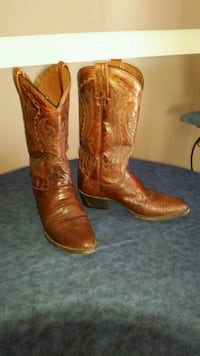 Mens leather cowboy boots size 7 1/2 D