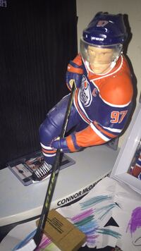 Connor Mcdavid 12 inch figure  535 km