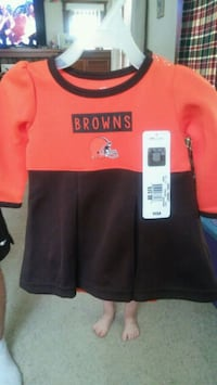 Browns outfit....nwt....3/6 months Warren, 44483