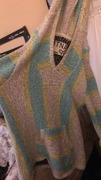 Woman's TNA sweater xs Oakville, L6M 3H1