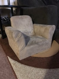 gray and white fabric sofa chair Chicago, 60638
