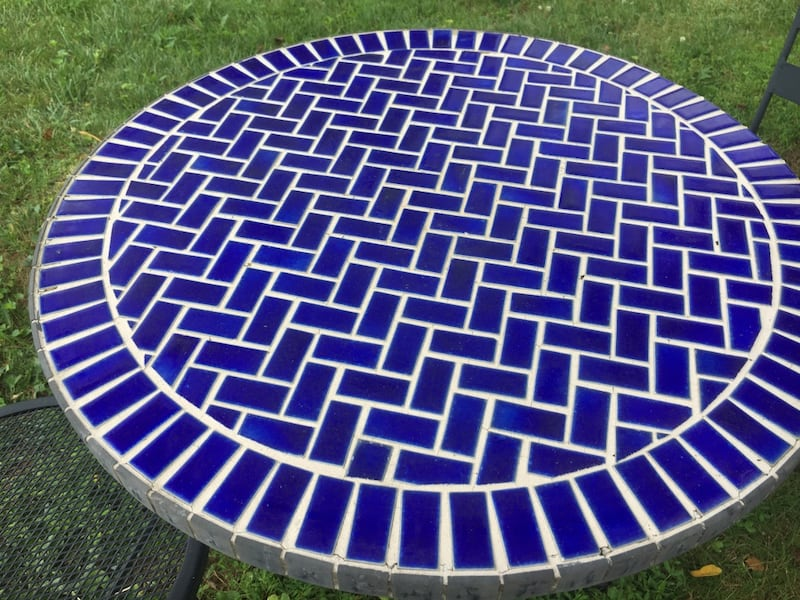 Outdoor table with 2 chars 7bd10b4d-d77b-41dd-8a0c-aa190ac0d8bf