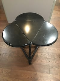 Black leaf collapsible side table
