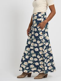 Maxi Skirt Pocket Daisy Delight