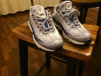 pair of white-and-blue basketball shoes Granite City, 62040