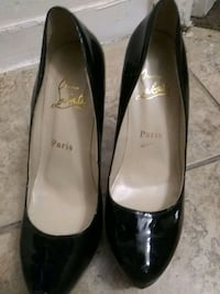 pair of black leather pointed-toe heels Capitol Heights, 20743