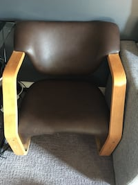 brown and black leather armchair 萨斯卡通, S7H