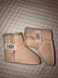 Ugg baby boots small  Annandale, 22003