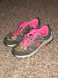 Real tree shoes size 5M Fayetteville, 17222