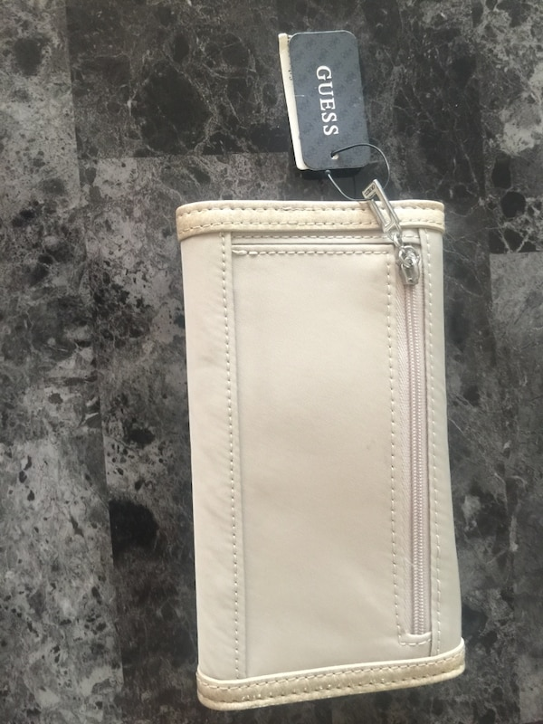 Brand New Guess Wallet with Tags e3042229-1163-4246-a33d-d0c256baff6f