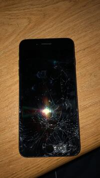 Cracked iPhone 7plus only good for parts!!!! 475 km