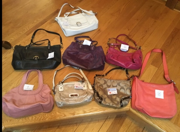New and barely used coach bags/ purse  41b3ab61-4014-425b-8ade-120ace54e39a