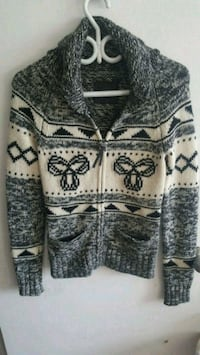 TNA Sweater size xs/small Surrey, V3T