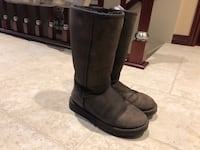 Uggs size 7 used Montréal, H8N 1Z1