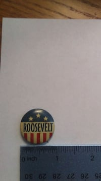 Set of political buttons will separate if wanted Martinsburg, 25405