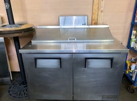 Sandwich prep table with refrigerator base