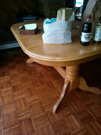 round brown wooden pedestal table River Vale, 07675