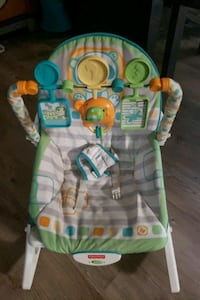 baby's green and white bouncer Macon, 31216