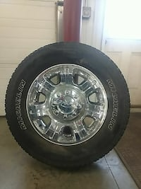 Ford Super Duty factory wheels and Michelin tires.