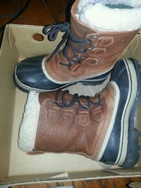 pair of brown-and-black work boots Toronto, M5R 2Z5