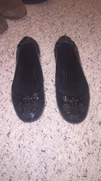 Pair of black leather flats 8 km
