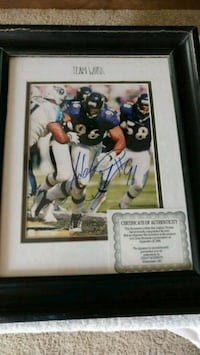 autographed football player photo with black frame Aberdeen, 21001