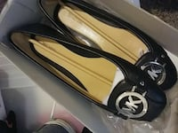 women's pair of black-and-beige Michael Kors leather flats Riverbank, 95367