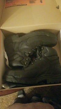 Mens 10.5 Wide safety toe boots Harrisburg, 17111