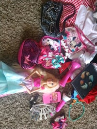 Girl's toys. Stroller, Purses, big Barbie Town 'n' Country, 33615