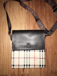 Burberry Small size Side bag Ottawa, K1H